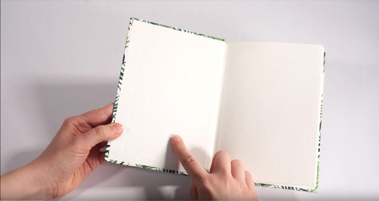 Jak zaprojektować naddatek na zawinięcie w okładce do oprawy twardej