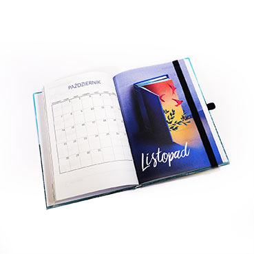 kalendarz z gumką zamykającą