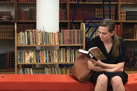 kobieta czyta